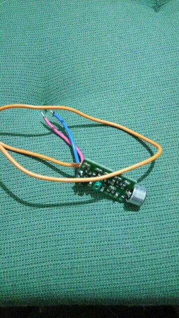 Прикольный микрофон, хорошо работает с аналоговыми радиоприемниками а с цифровыми как на телефоне плохо.