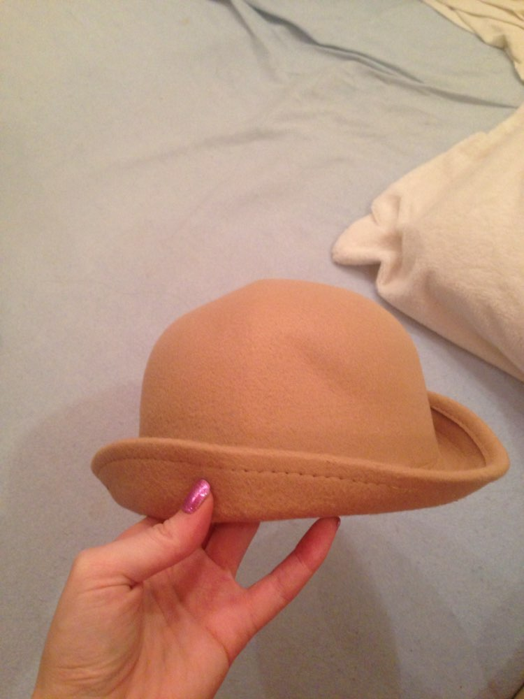 Хорошенькая шляпка, тем более за такую цену. Пришла чуть чуть помятая, но отпарить легко
