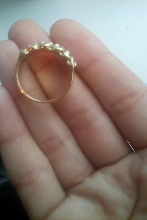 Кольцо пришло целое.Вообще не соответствует картинке.