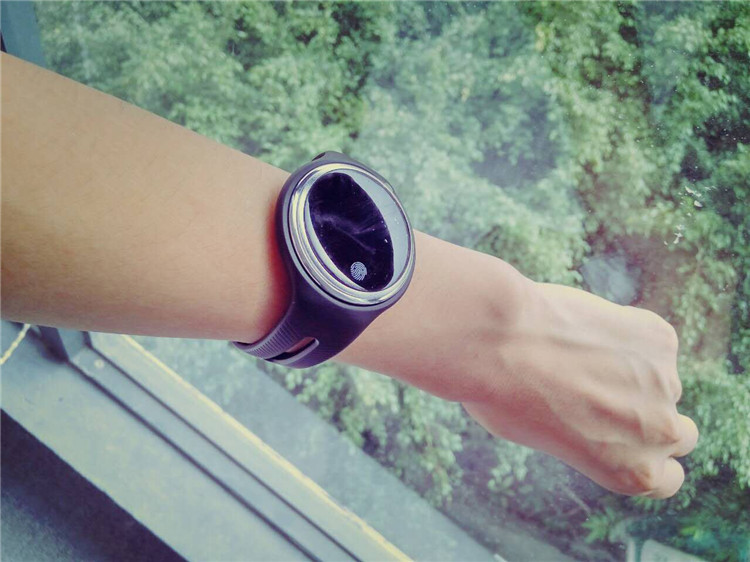 e07 wristband03