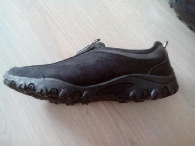 Туфли хорошие, быстрая доставка. На 43-й размер заказывали 44-й.