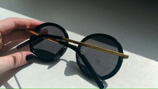 Начну с того, что шли очки 37 дней (месяц и неделю). пришли прекрасно упакованные, цвет как нужно. форма не совсем ровный круг, но по фото продавца это видно. удобные и красивые. золотое покрытие не слезает