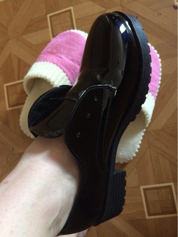 Пришли через месяц, на 38 заказала 8,5 идеально подошли, но думаю носить без шнурков, так стильно смотрится, присутствует неприятный запах и видно клей, цена=качество.