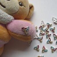 МД-396 3д 50 шт./пакет ногтей украшения металл шинни красочные треугольник металл ногтей украшения
