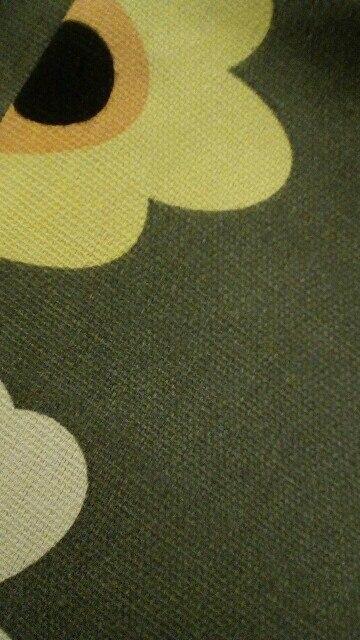 29.01.2017 заказала сумку, а 20.02.2017 получила, считаю, что это достаточно быстро, что порадовало. Сумка для своей стоимости очень даже неплохая, подклад прошит качественно, внутри есть маленький кармашек с замочком, присутствует одна деталь, не очень ровно прошитая, это место, в котором спрятано окончание замочка, но она легко прячется внуть сумки, поэтому не страшно )) Сумка тканевая, летом в самый раз, присутствует несильный запах, но не критично, думаю выветрится.