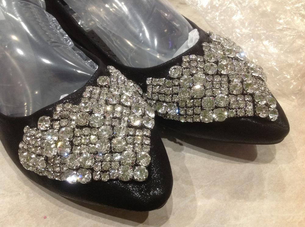 очень красивые, сделаны хорошо, но мне на 41 русский размер (27 - 27.5 см) - их  12 мал. Очень жаль. Ничего не могу купить. Почему не делаете обувь больших размеров!?