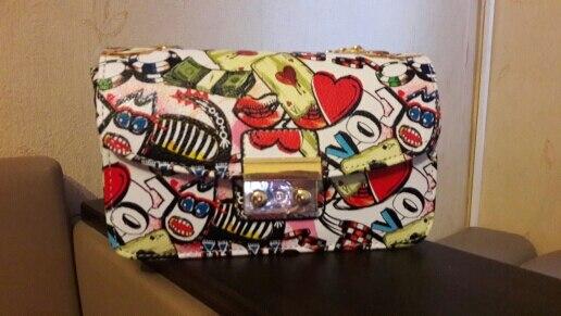 Доставка до Москвы - месяц! Очень милая и красивая сумочка! Все соответствует описанию! Трек отслеживался! Рекомендую!