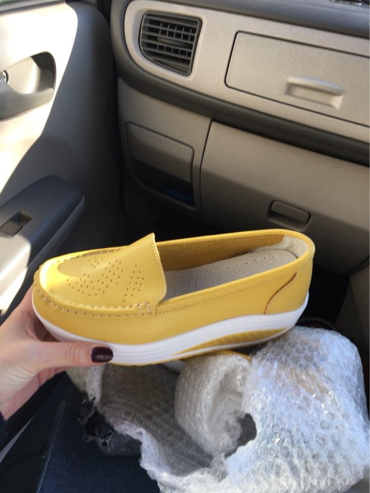 Кожа натуральная. Обувь подходит даже на широкую бабскую ногу с косточкой. Мама рада. Спасибо большое. Качество на высоте!!!!