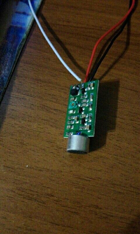 в принципе нормас. Работает на частоте 95,7 МГц. но почему-то батарейки жрет быстро (кроны 9 вольт)