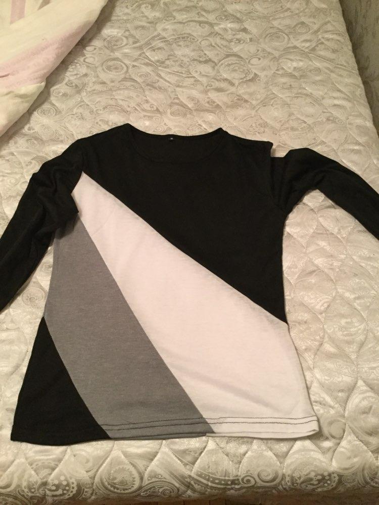 Блуза очень качественная, но очень тонкая. Сильно просвечивает.