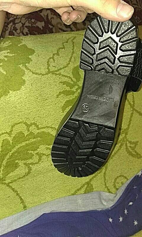 отличные, а главное легкие босоножки, очень рада, спасибо большое продавцу, на свой размер 38, я заказала 6.5 хорошо подошли у меня узкая ножка и на широкую ногу будет смотрется отлично!