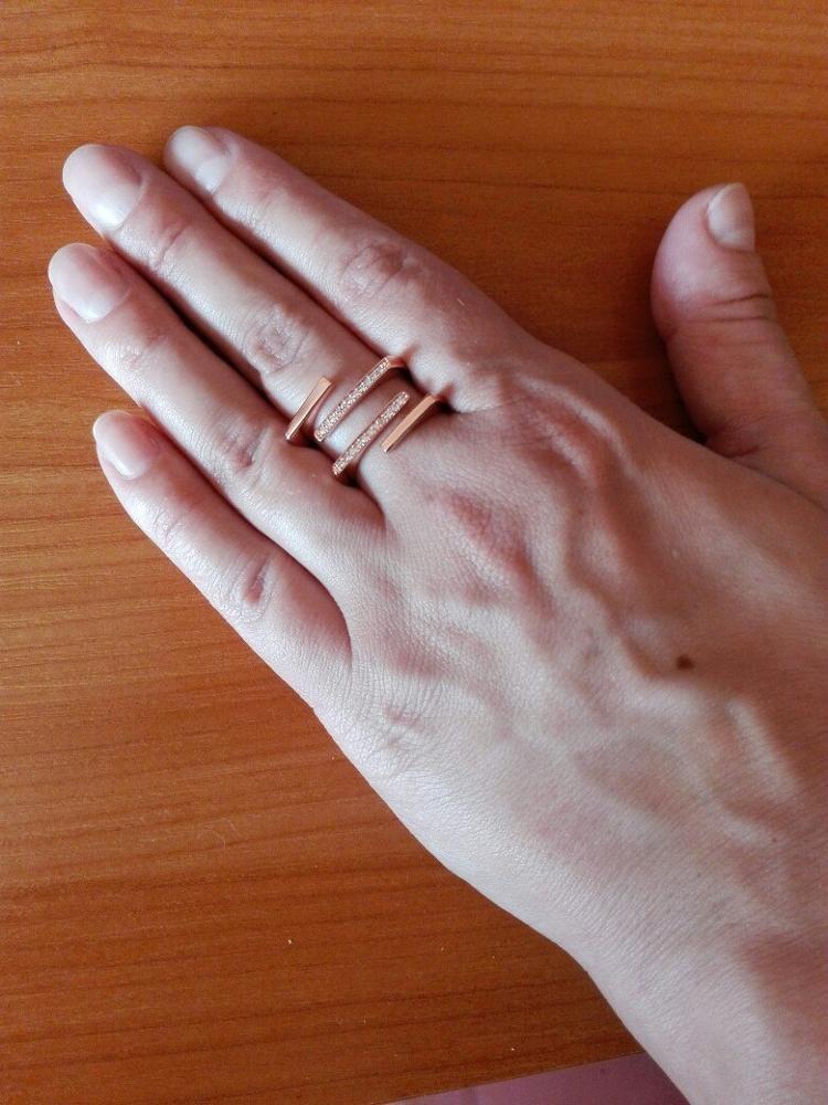 """Кольцо красивое, смотрится эффектно. Только я заказывала цвет """"розовое золото"""", вместо этого мне прислали """"серебро""""."""