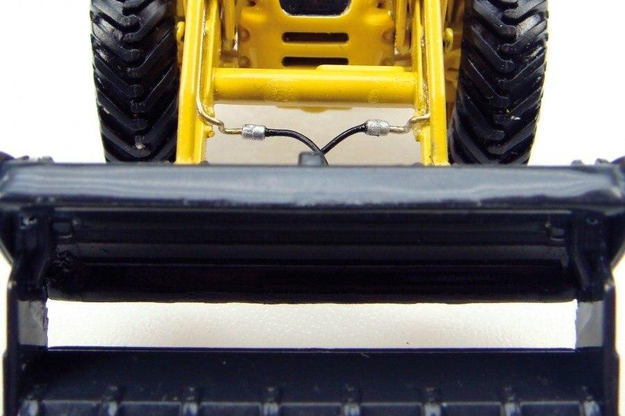 UH-8015 1:50 Komatsu WB97S игрушка