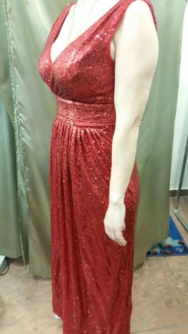 платье качественное. пошив отличный. на рост 170 см. в длину лишних 13 см. и на подоле 5 см. в ателье отрежут. в заказе взяла размер 12 на бюст 101 см. и хорошо в талии, моя 80 см.
