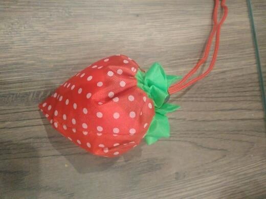 ISKYBOB Hot Eco Storage Handbag Strawberry Foldable Shopping Bags Reusable Folding Grocery Nylon Large Bag Random Color photo review