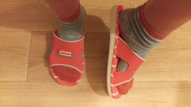 сандалии женщин; мужской свитер; мужской свитер;