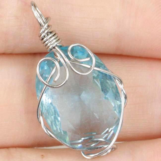 Handamde Oval Sky Blue Topaz Wire Wrap Womans Silver SheCrown Pendant 27x15mmHandamde Oval Sky Blue Topaz Wire Wrap Womans Silver SheCrown Pendant 27x15mm