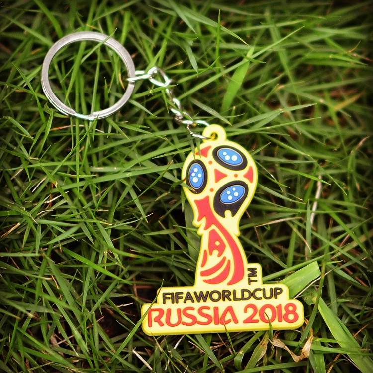 Wholesale 2018 New Lovely Mascot Keychain Wolves Playing Football Running Slippery Action Men Women Best Holiday Key Chain Gift
