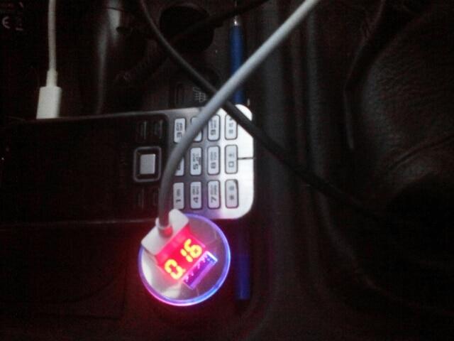 USB-розетка для автомобиля; зарядное устройство USB; автомобиль Си;