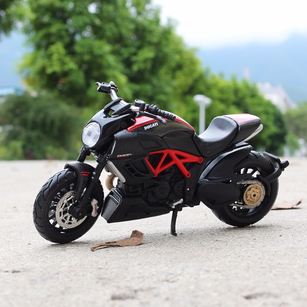 1:18 Scale Maisto DUCATI Diavel Carbon Motorbike Race Cars Mini Motorcycle Vehicle Models Office Toys Gifts for Kids