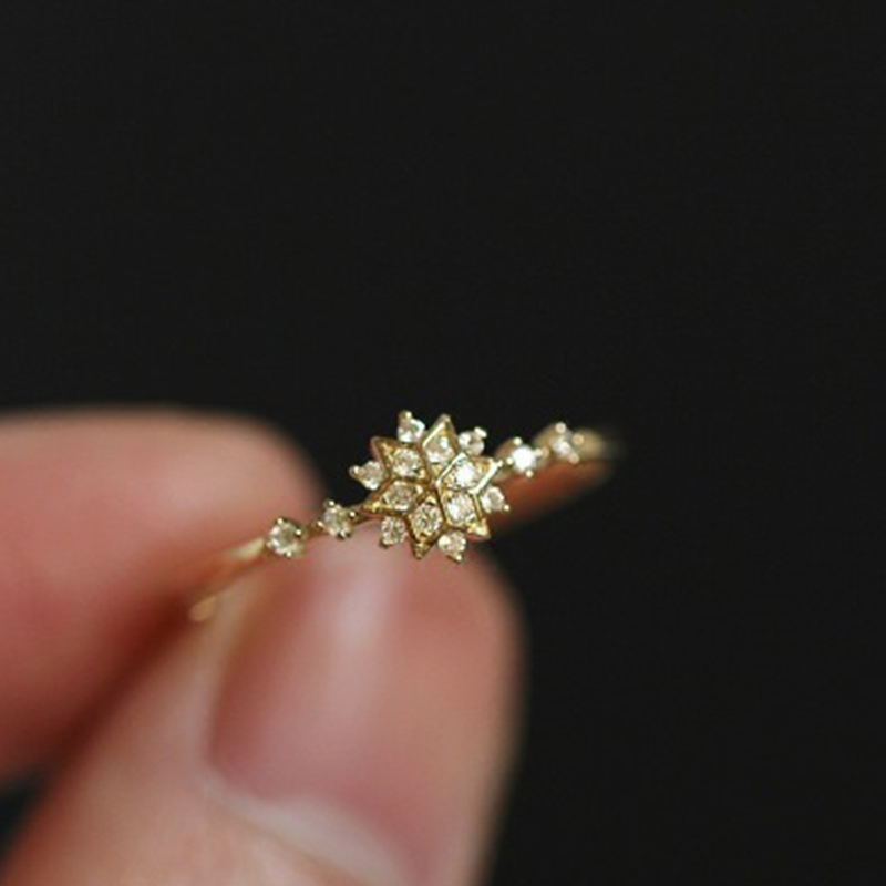 Forceful Golden Snowflake Ring With White Crystal Romantic Snow Flower Floral Finger Rings Wedding Jewelry Encircle Open Anel