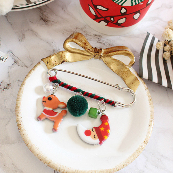 Christmas Brooch Pin Santa Snowman Badges Jewelery Clothing Corsage Bell Elk Sled Dog Cartoon Fun Winding Brooches