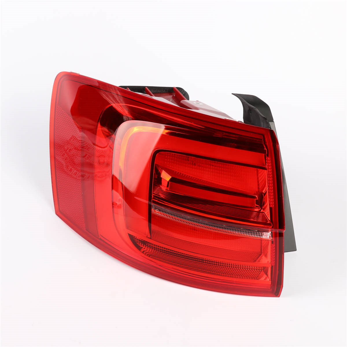 Left Side OEM 1Pcs Red Color LED Light Tail Lights Rear Lamp For VW Volkswagen 16D 945 207 A Jetta MK6 MKVI GLI 15-19 цена