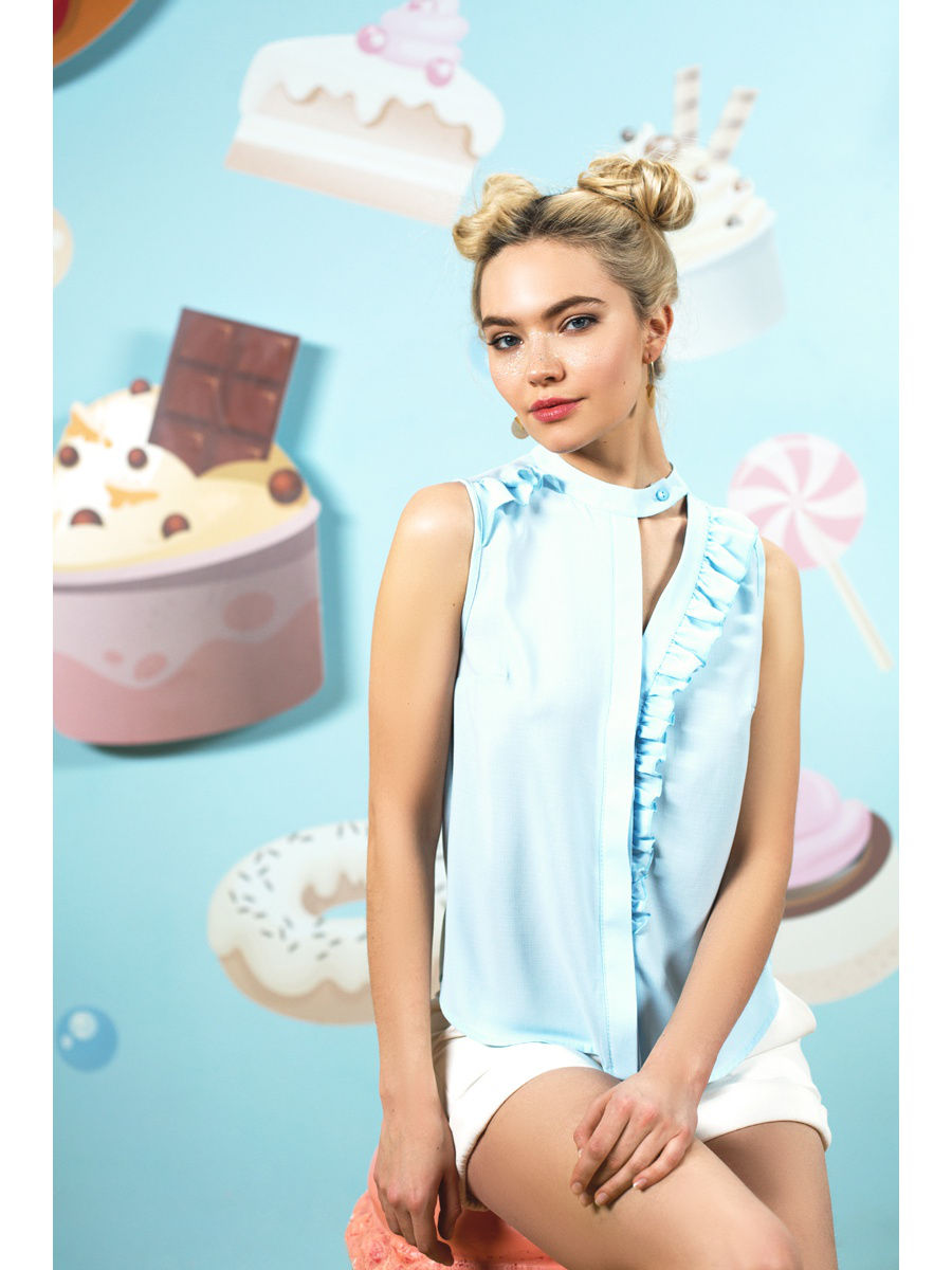 Top with ruffle. Color sky blue tank top with lace color sky blue