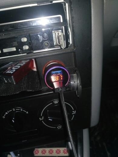 автомобильное зарядное устройство ; ювелирные изделия куб. см ; ювелирные изделия куб. см ; автомобиль Си;