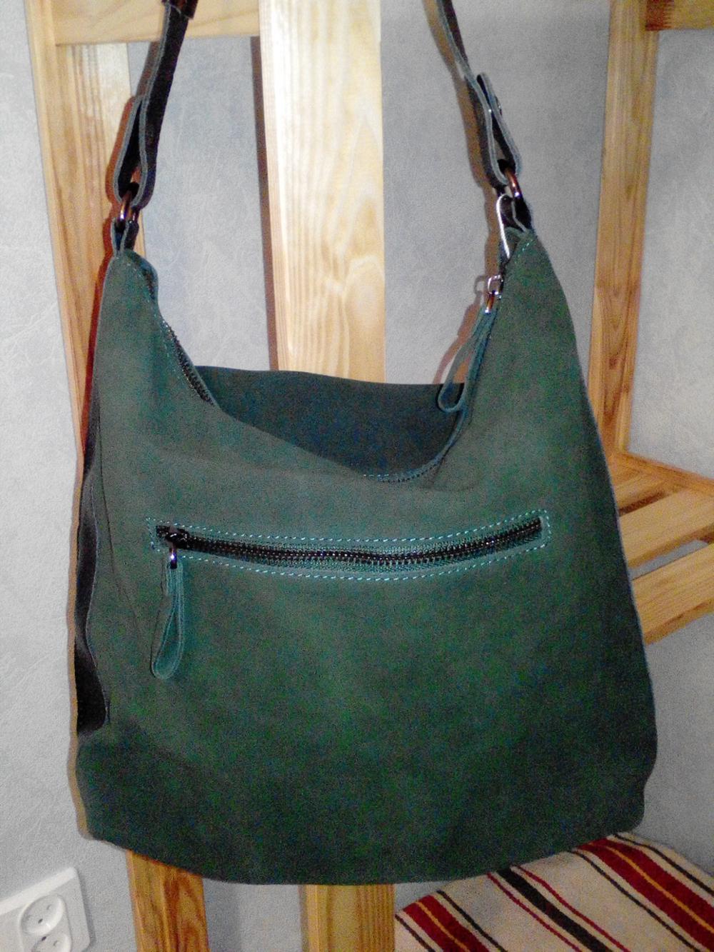 60e71e2f956a Мягкая, замша натуральная. Упакована в фирменный пакет. Цвет сумки  совпадает с фото продавца. Продавец очень отзывчивый, при заказе сделал  скидку.
