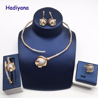 Hadiyana Luxury Bamboo Knot Rose Flower Africa Jewelry Set Clear CZ 3 Tone Gold Women Party Dubai 4pcs Jewellery Set CN739