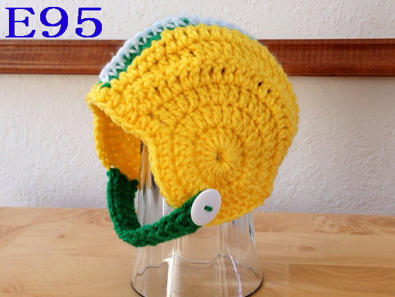 Free shipping Crocheted Newborn Football Green/ Yellow / White Helmet hat baby Photography Propp New Style!