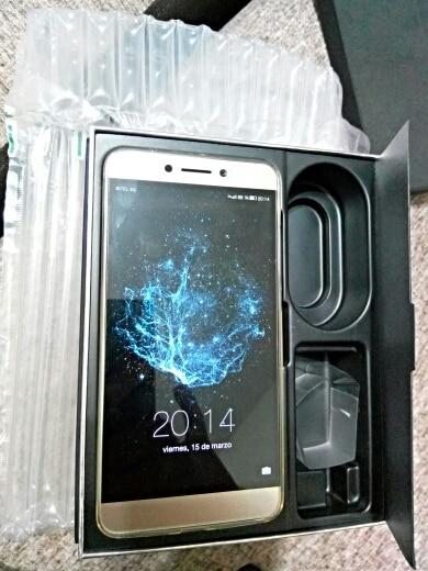 Клетчатый:: сеть: GSM/сеть WCDMA/LTE в; Толщина: ультра тонкий(&ЛТ;9мм); Телефон 4G ; MP3-плеер;