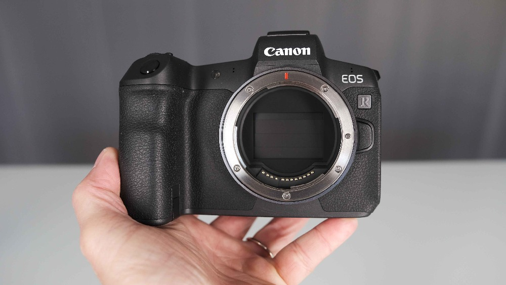 Canon EOS R boîtier d'appareil photo numérique sans miroir et adaptateur de montage EF EOS R