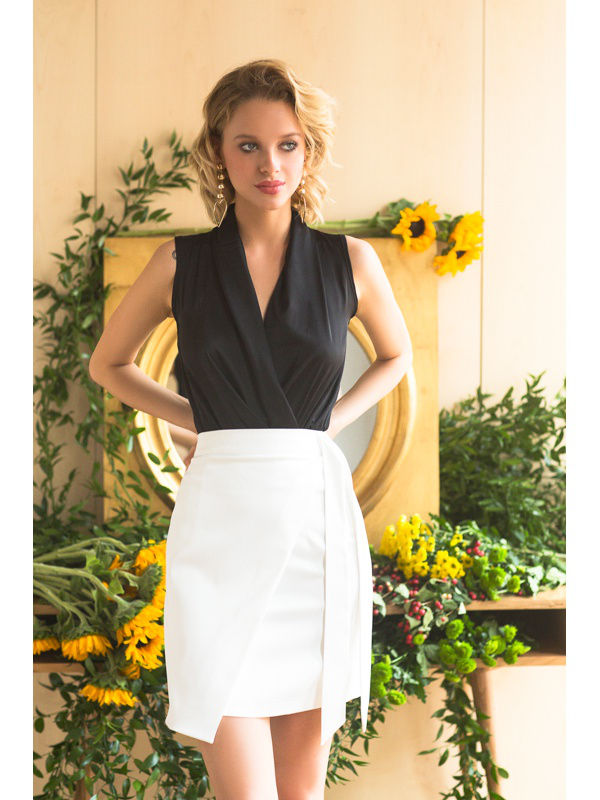 Skirt. Color white. stylish high waisted solid color bodycon skirt for women