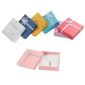Image 2 - Modne pudełko na naszyjnik 9x9x2.5 cm kartonowe pudełko na biżuterię na bransoletkę kolczyki opakowanie na pierścionek z białą gąbką