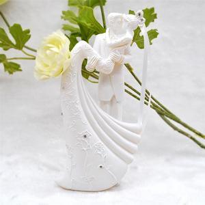 Image 2 - ロマンチックな置物花嫁新郎抱擁とキス独身パーティー花嫁花婿の結婚式のパーティーの装飾
