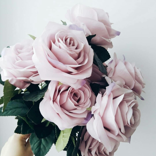 Искусственные розы для декора