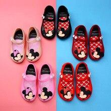 ce9f452f7a Sapatas das crianças 2018 Meninas Novas do Verão Tendência Suaves Sapatos  de Geléia Imagem Dos Desenhos