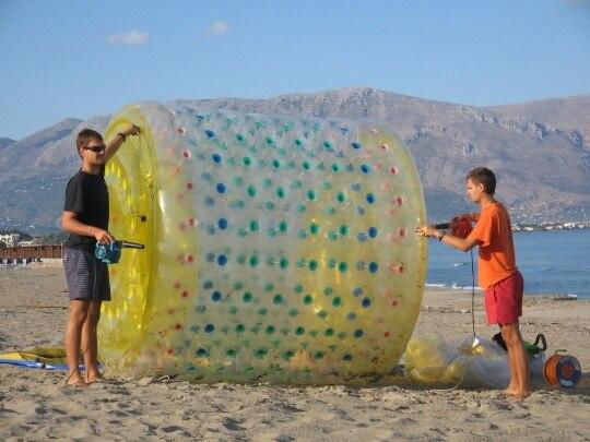Livraison gratuite 2 pièces gonflables Zorb rouleaux à billes d'eau, jouets de balle de marche de l'eau pour la mer