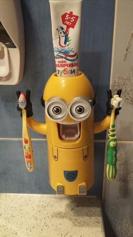Minion Automatic Toothpaste dispenser + Brush Holder 16