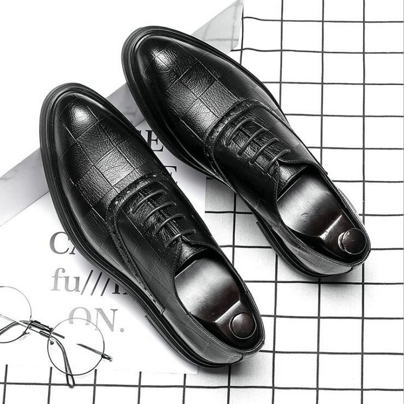 Fashion Luxury Brand Male Dress Shoes Leather Brogue Men Shoes Casual British Style Men Oxfords Wedding Party Shoes LE 35