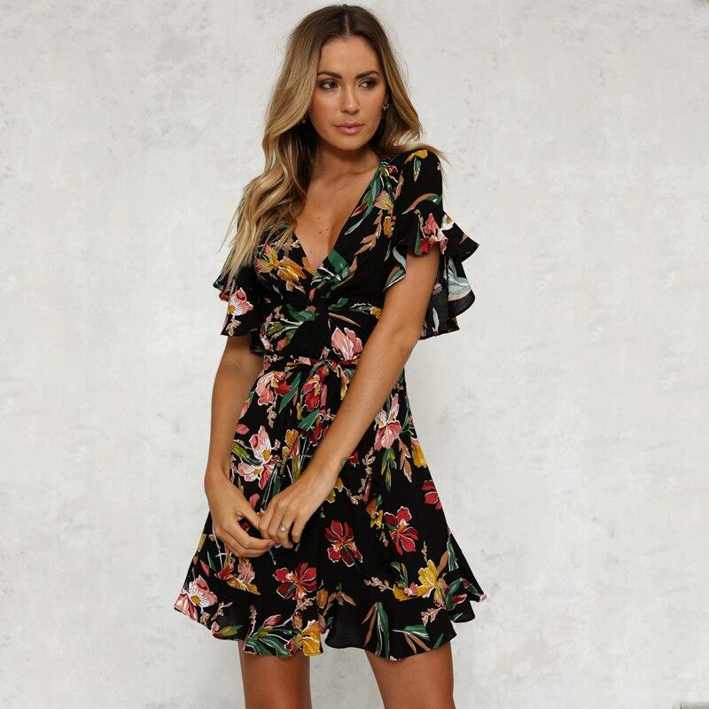 Sommer Kleid 2018 Frauen Sexy Tiefem V-ausschnitt Schwarz Blume Drucken Kleider Saum Falten Böhmischen Stil Gürtel Mini Rüschen Strand Kleid