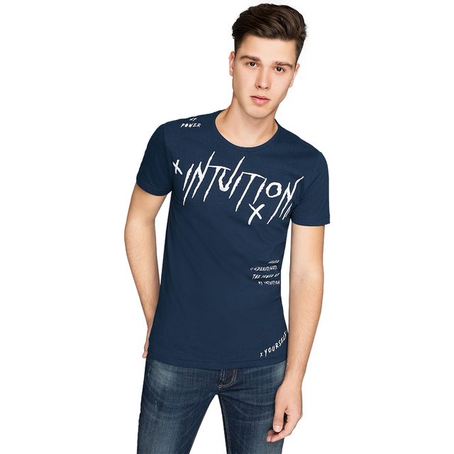 Gloria Jeans Однотонная футболка с контрастным принтом мужская BTS012045