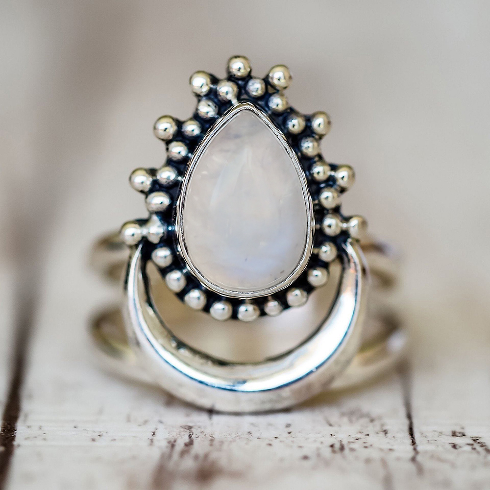 265b893d16e8 Anillos de piedra de la luna del ópalo blanco del Color de plata antiguo de  la manera 2018 para las mujeres Retro Bohemia del estilo de la gota del  agua ...