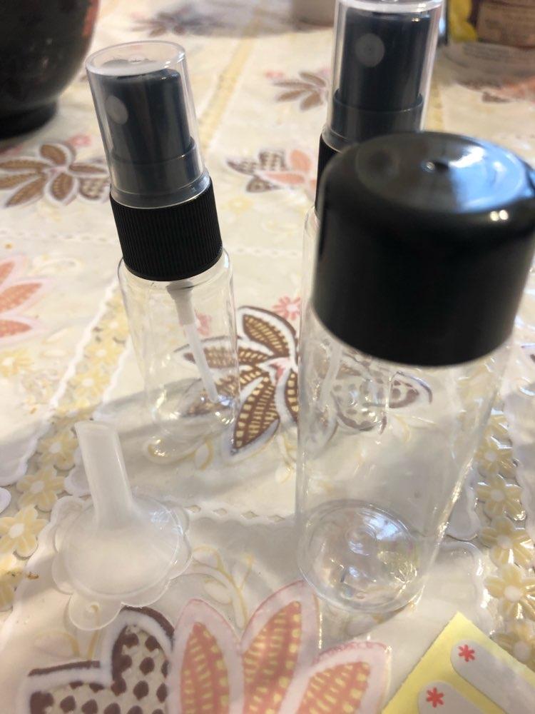 небольшой спрей; размер путешествия ; Материал: черный пластик; Peeler чеснока;