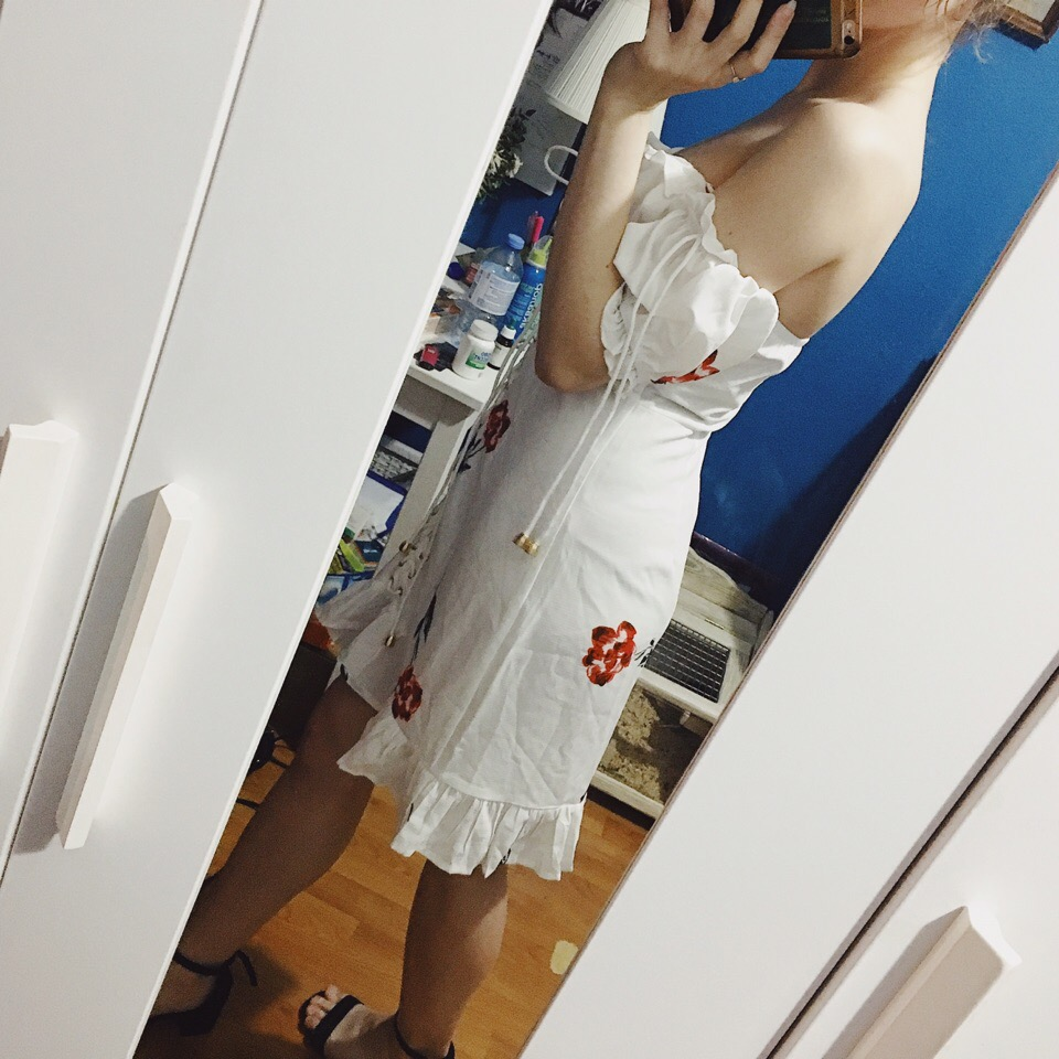 Women Summer Dress Lace Up Strapless Off The Shoulder Sexy Dress Short Sleeve Holiday Floral Print Ruffle Beach Dress White photo review