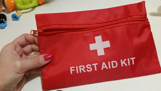 Mini Waterproof Portable Outdoor First Aid  Bag For Emergency Treatment In Travel And At Home Fre Shipping photo review