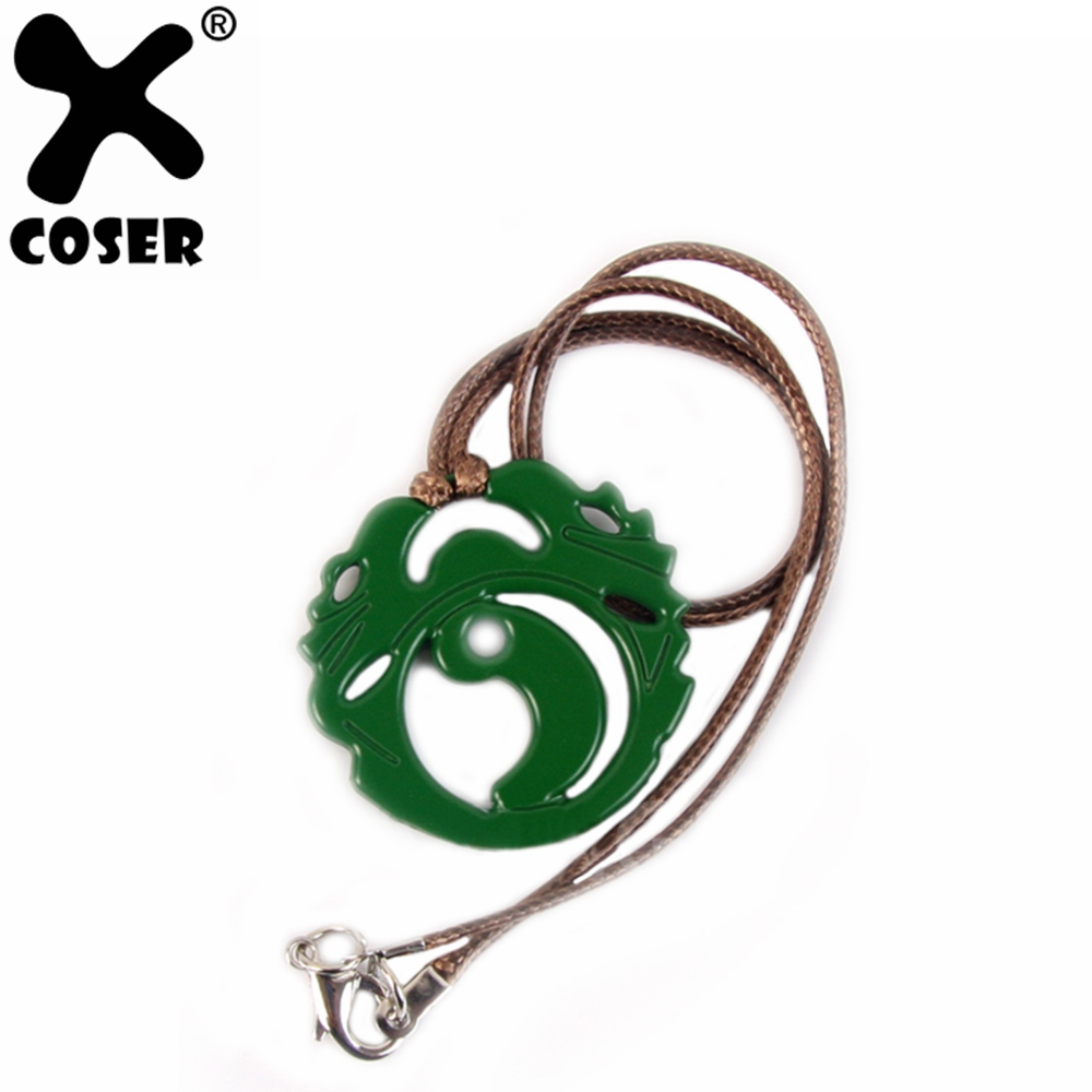 XCOSER Shadow Of The Tomb Raider Lara Croft Collana Anime Cosplay Costume Accessori Collana Verde con una Corda Intrecciata