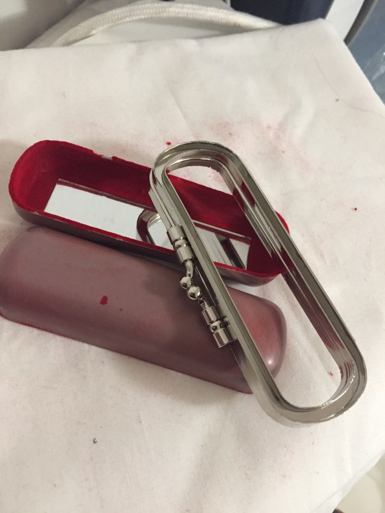 1 Pieces size 9.5cm X3.5 cm X 3 cm Small Mini Metal Purse Frame Red Fabric With Mirror Or Without Mirror Nice Lip Purse Handle photo review